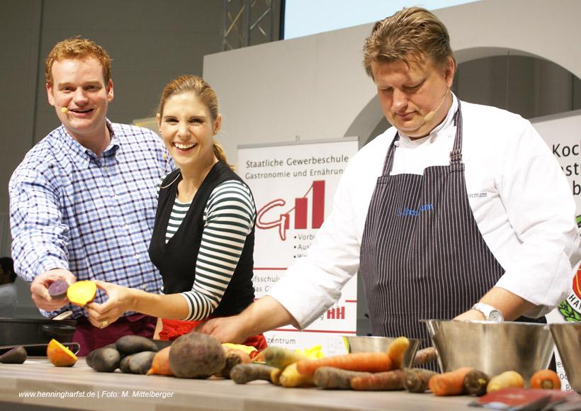 Moderator Henning Harfst mit Stefanie Dreyer in der Küche