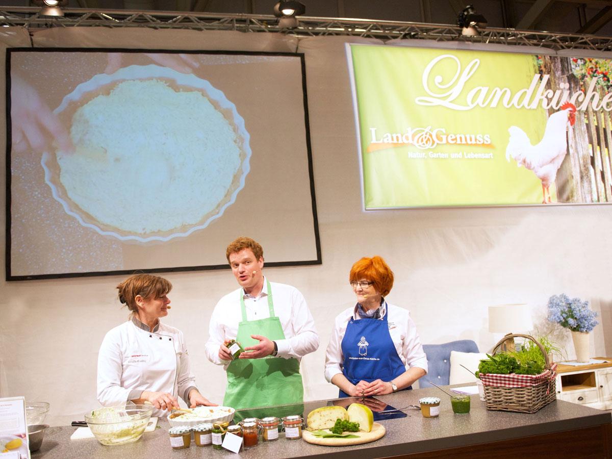 Moderator Hamburg Muenchen Henning Harfst moderiert Koch-Show auf Messe