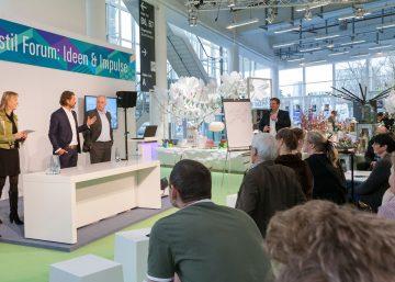 Moderator Henning Harfst aus München moderiert Live-Workshop in Hamburg