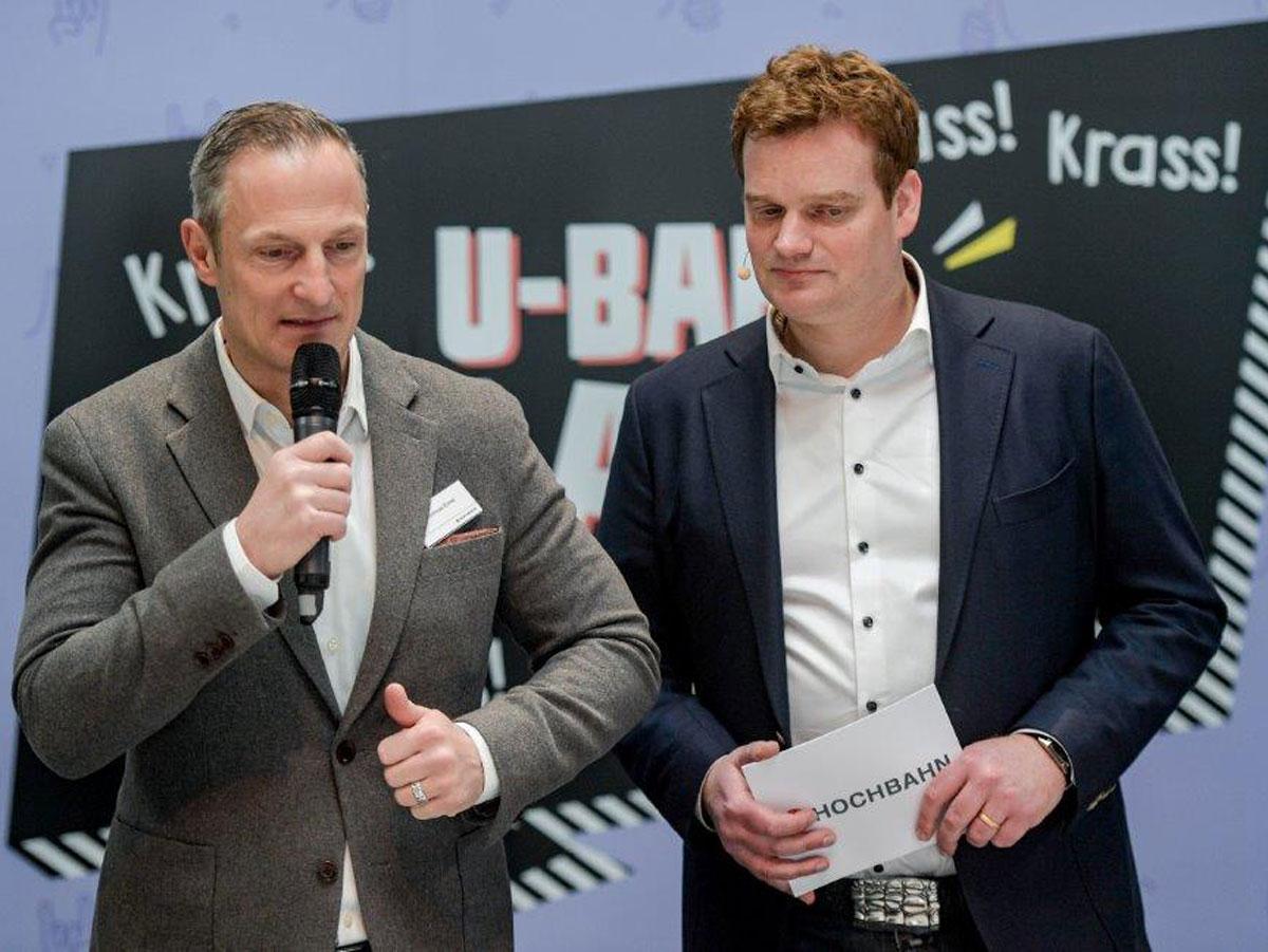 Moderator Henning Harfst im Interview mit Andreas Ernst Hamburger Hochbahn auf Kampnagel