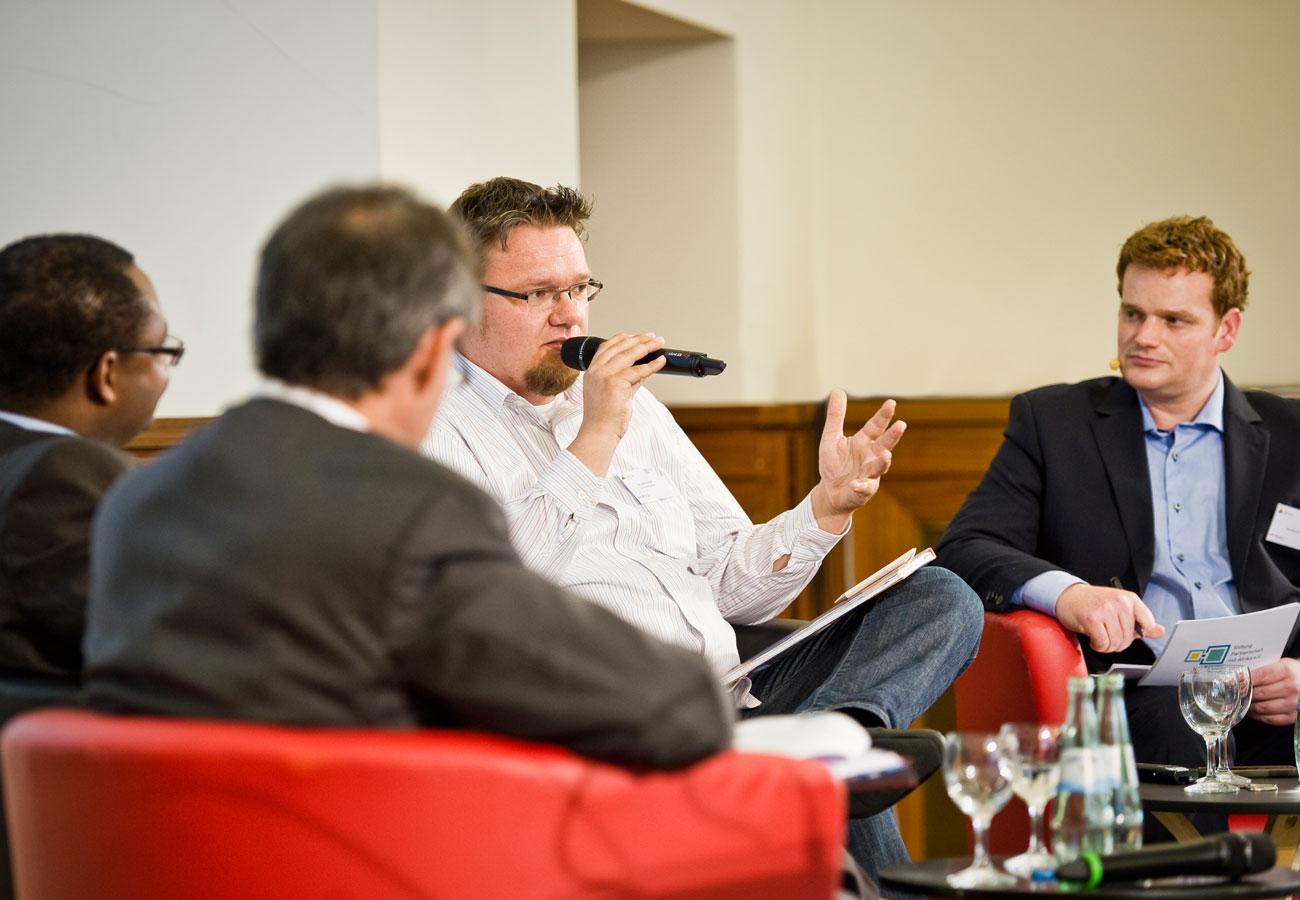 Moderator Podiumsdisskusion Politik Wirtschaft